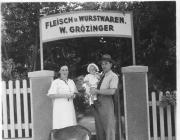 בכניסה אל האיטליז<br />Whilhelm Groezinger.<br />Brunhilde Groezinger,<br /> Melbourne